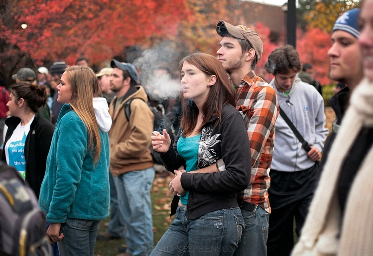 ban smoking on college campuses essay